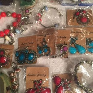 Fashion Jewelry A Lot 16 earnings And 9 bracelet